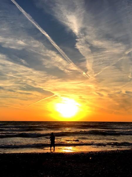 黄昏の海辺
